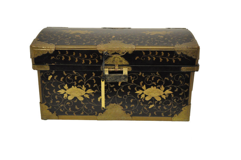 Small Hiramaki-e Lacquer Chest