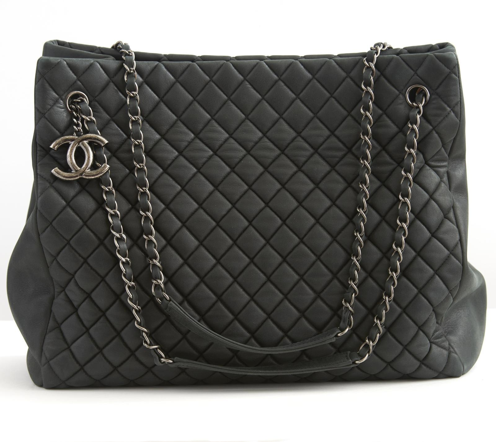 aacfa533c0eacc Chanel Charcoal 30cm Large Zip - Archive - Greenwald Antiques