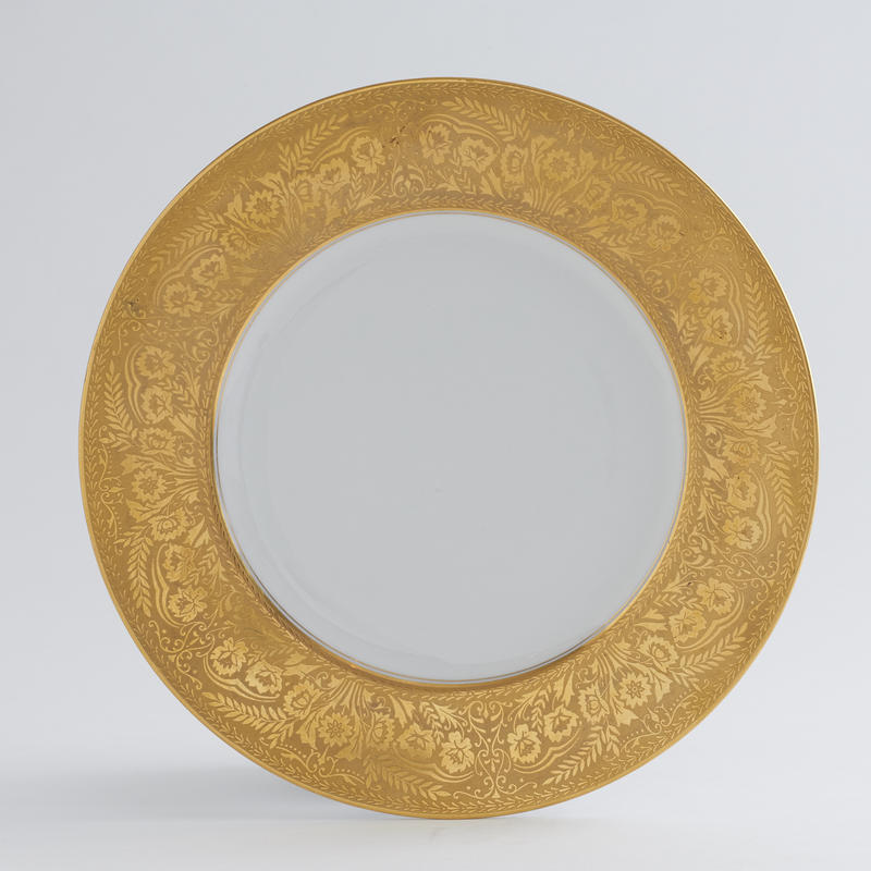Set of 8 Gilded Dinner Plates